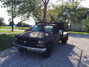 Chevrolet 3500 Flatbed Dually Heavy Duty Work Truck LOW KM'S