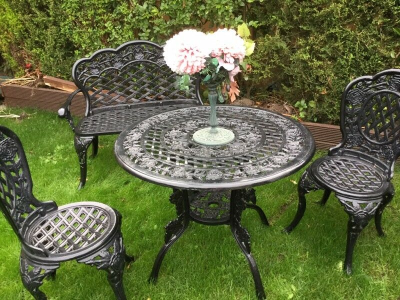 garden table and chairs and bench vgc - Garden Furniture Kings Lynn