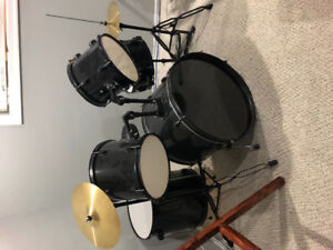 Drum set - Brand new condition