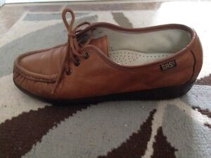 Handmade women's Shoes Size 7.5 Brand SAS Retail for $117US