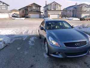 2013 Infiniti G37x AWD with PREMIUM/HI-TECH PACKAGES/SPORTY