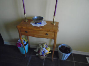 FOYER TABLE&MATCHING MIRROR