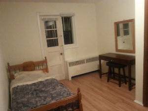 Montreal,Center,chambre meublee/furnished roomMetro Berri-UQAM