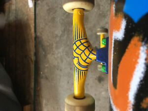 Chocolate Skateboard, Thunder Trucks, Girl Wheels, Redz Bearings