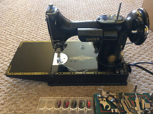 Singer Sewing Machine /W/ Attachment Tips