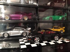 UT Models 1:18 Diecast Porsche 911 993 Turbo Black/Red