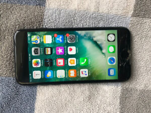 iPhone 7, Rogers carrier. Screen is cracked, still works fine.