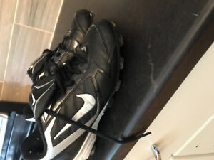 Nike short style football cleats size 5youth