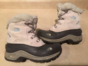 Girls The North Face Waterproof Winter Boots Size 4 London Ontario image 1