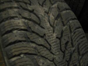 4 beaux pneus hiver Nokian 255-45-20 a vendre