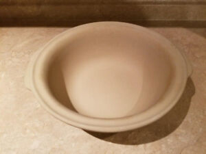 Pampered Chef Round Stoneware