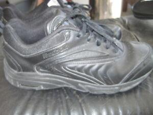 Reebok DMX Foam Duty Proof Shoes - Size 9