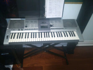Yamaha E403 61-Key Keyboard For Sale + Keyboard Stand