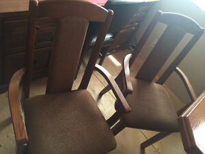 7 - PC OAK TABLE & CHAIRS