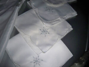 SNOWFLAKE TABLE LINENS Stratford Kitchener Area image 5