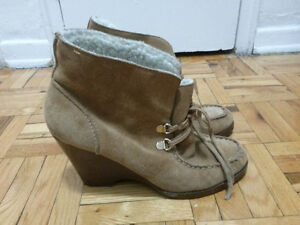 Michael Kors booties in leather,size 7.5 ,brown color