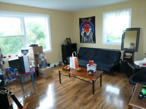 Bright,Clean 2 Bdrm,3556 Connaught,Heat,Hot W,Renovated
