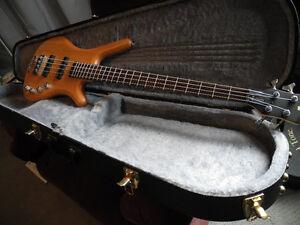 "Warwick Bass Guitar 4 string Corvette medium Scale 32"" with case Comox / Courtenay / Cumberland Comox Valley Area image 4"