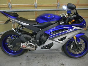 2015 YAMAHA R6 SPOTLESS ONLY 1925 KMS ALOT OF AFTERMARKET PARTS