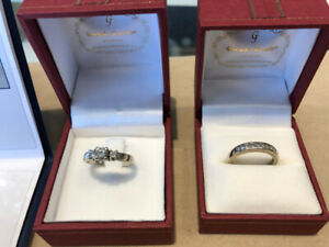 Engagement Ring and Wedding Band Set For Sale