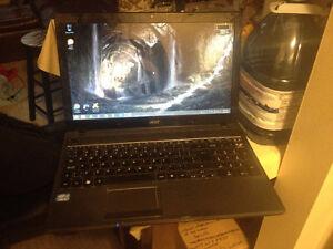 Acer Aspire 5749-6427 MINT CONDITION LAPTOP