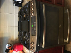 BEAUTIFUL ALMOST NEW GE PROFILE 5 BURNER GAS RANGE