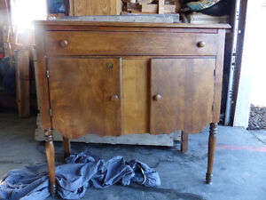 Vaisselier buffet antique