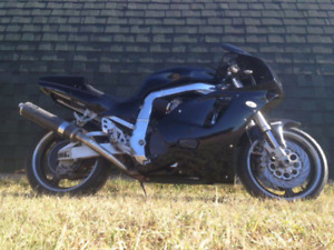 95 gsxr 750 lots of upgrades new paint