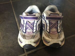 Girls size 6  Saucony shoes