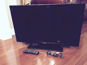 """As Is Samsung LED TV 32""""  screen problem 2 yr old"""