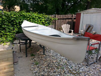 16 FOOT WHITE FIBERGLASS CANOE WITH PADDLES - GOOD CONDITION