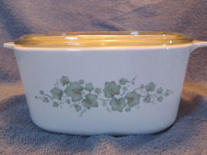 VINTAGE CORNING WARE SEVERAL PIECES - LITTLE USE GREAT PRICES!