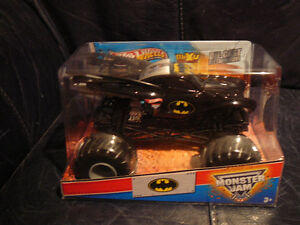 DIE CAST MONSTER BATMOBILE