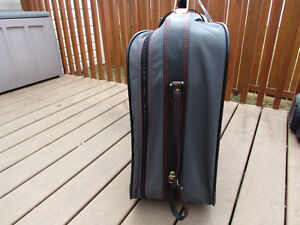 Samsonite Suitcase grey in great condition,with rollers,light Strathcona County Edmonton Area image 2