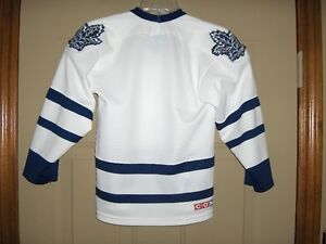 TORONTO MAPLE LEAFS JERSEY BOYS SMALL SIZE Kitchener / Waterloo Kitchener Area image 2