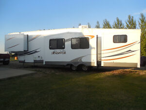 Selling 2012 Salem Hemisphere 346QBUD Lite fifth wheel