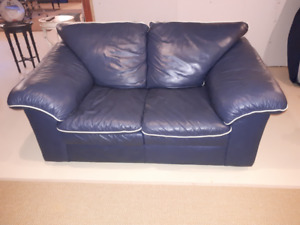 SMALL NAVY BLUE SOFA WITH CREAM PIPING
