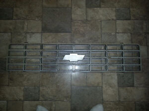 Old CHEVY truck grille   Really good shape.   All mounts good. Kitchener / Waterloo Kitchener Area image 2