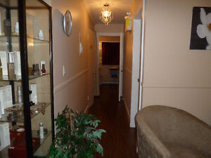 BEAUTIFUL SPA DESIREABLE LOCATION FULLY UPGRADED FOR SALE!