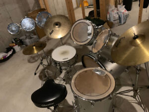 Ludwig Drum Set With Accesories