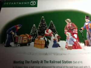 DEPARTMENT 56 - MEETING THE FAMILY AT THE RAILROAD STATION