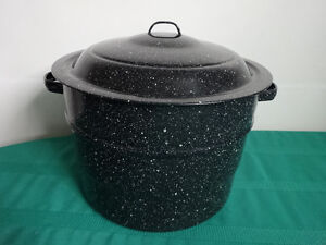 "Large canning pot with lid (9 3/4"" tall and 14"" across)"