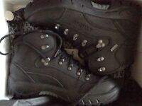 Lowa Renegade GTX Mid women's hiking boots never wore