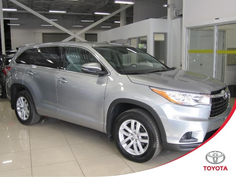 toyota highlander le awd 8 passagers 2014 autos et camions ville de montr. Black Bedroom Furniture Sets. Home Design Ideas
