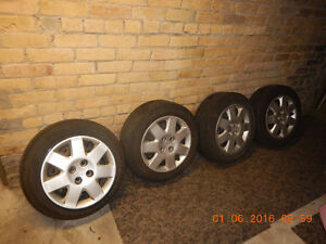 4 Complete Wheels with Hub caps For Sale