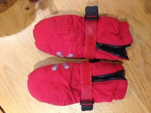 MEC toddler mittens in excellent condition