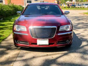 Chrysler 300 limited 2012  in excellent condition