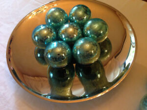 Home Décor: Metal Decorative Bowl for Desired Accents or Fruits