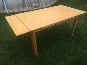 Solid pine expand able table