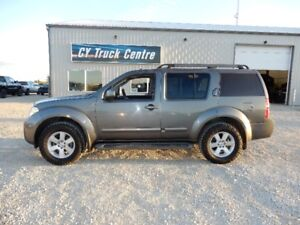 2009 Nissan Pathfinder SE 3rd Row Seating Moonroof 4x4